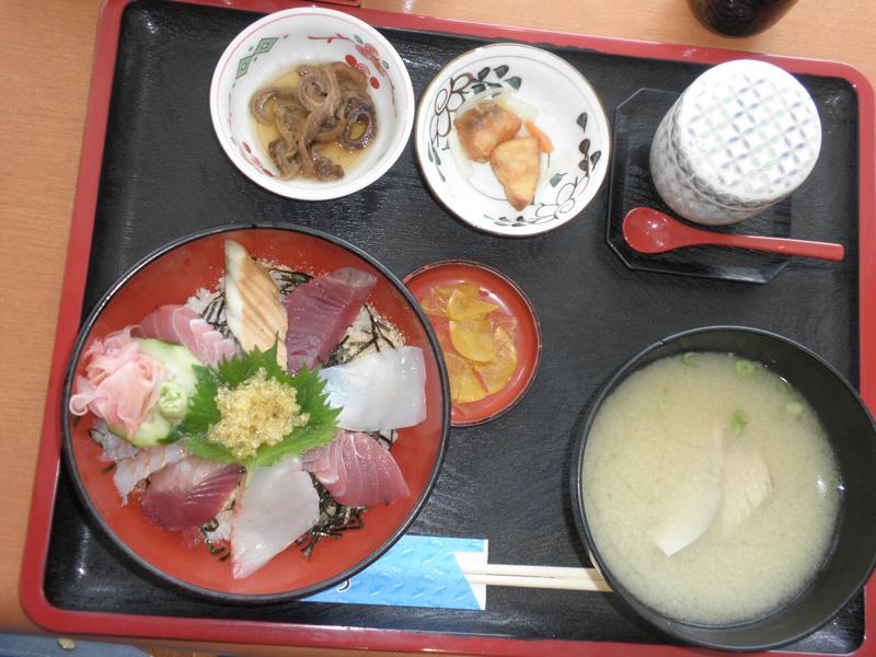 港の駅めいつで海鮮丼定食を食べました!